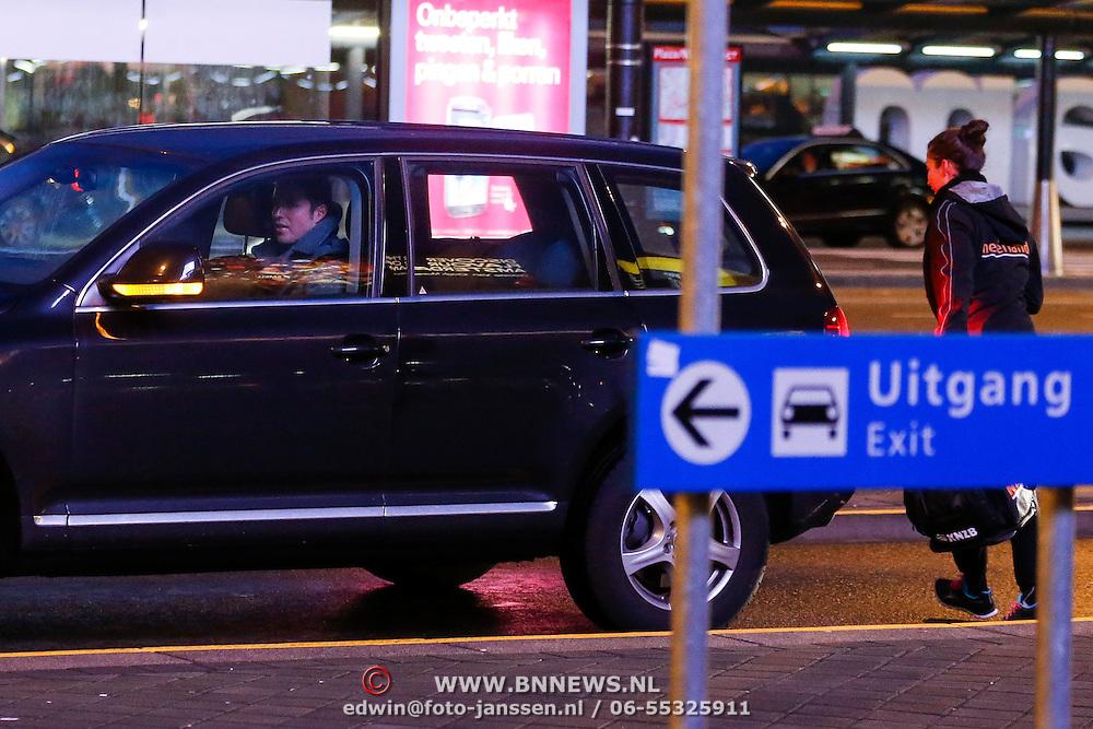 NLD/Schiphol/20130203 - Ranomi Kromowidjojo terug van trainingskamp en opgehaald door Partner Pieter van den Hoogenband