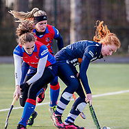 BILTHOVEN -  Hoofdklasse competitiewedstrijd dames, SCHC v hdm, seizoen 2020-2021.<br /> Foto: Anna de Geus (SCHC) en Laurien Leurink (SCHC) in strijd met Tessa Beetsma (hdm)
