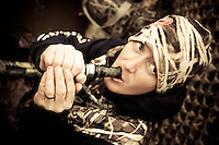 GOOSE HUNTER CALLING FOR GEESE