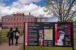 © Licensed to London News Pictures. 03/05/2015. London, UK. Outside Kensington Palace awaiting news of the name of the new daughter of the Duke and Duchess of Cambridge who was born the previous day. Photo credit : Stephen Chung/LNP