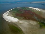 Luchtfoto (2002) van Simonszand, een kleine zandplaat in de Waddenzee tussen Schiermonnikoog en Rottumerplaat.
