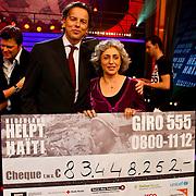 NLD/Hilversum/20100121 - Benefietactie voor het door een aardbeving getroffen Haiti, cheque overhandiging aan Bert Koenders en SHO-voorzitter Farah Karimi