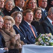 NLD/Amserdam/20150505 - Bevrijdingsconcert 2015 Amsterdam, prinses Beatrix,  Joan Leemhuis - Stout, Willem Alexander en partner Maxima, premiere van Canada Stephen Hawkins en partner Laureen