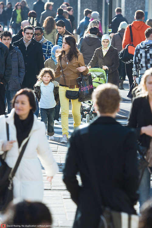 Nederland Rotterdam 21-03-2009 20090321Foto: David Rozing ..Mensenmassa bij koopgoot Rotterdam, mensen lopen en shoppen People Holland, The Netherlands, dutch, Pays Bas, Europe ..Foto: David Rozing