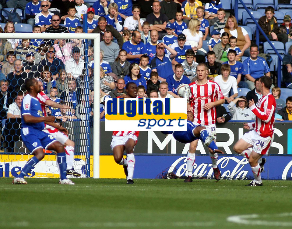 Photo: Mark Stephenson.<br /> Leicester City v Stoke City. Coca Cola Championship. 29/09/2007.Leicester's D J Campbell tryes a over  head kick