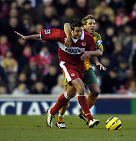 Fotball<br /> Premier League 2004/05<br /> Middlesbrough v Norwich<br /> 28. desember 2004<br /> Foto: Digitalsport<br /> NORWAY ONLY<br /> Norwich's Darren Huckerby (R) earns a freekick after he is illegally barged off the ball by Middlesbrough's Franck Queudrue
