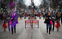 © Licensed to London News Pictures. 24/12/2016. London, UK. Shoppers make a last minute dash to shops on Oxford Street in London on the final day of shopping over the festive period, before Christmas Day tomorrow (Sun) . Photo credit: Ben Cawthra/LNP
