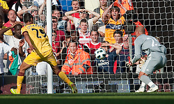 15.08.2010, Anfield, Liverpool, ENG, PL, FC Liverpool vs FC Arsenal, im Bild Liverpool's goalkeeper Pepe Reina fumbles the ball into the back of his own net to gift Arsenal an equalising goal in the dying minuets of the Premiership match at Anfield. l. EXPA Pictures © 2010, PhotoCredit: EXPA/ Propaganda/ David Rawcliffe / SPORTIDA PHOTO AGENCY