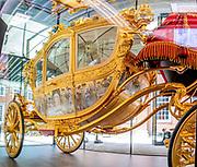AMSTERDAM, 15-06-2021 , Amsterdam Museum <br /> <br /> Tentoonstelling De Gouden Koets in het Amsterdam Museum. Na een restauratie van ruim vijf jaar is de Gouden Koets voor het eerst weer voor publiek te zien. Het rijtuig wordt tot en met 27 februari 2022 in bruikleen gegeven aan het Amsterdam Museum. Daarmee keert de koets tijdelijk terug naar Amsterdam, de stad die hem in 1898 aan koningin Wilhelmina schonk. <br /> Opmerking: SAMENGESTELDE FOTO