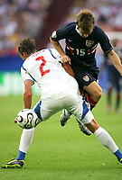v.l. Zdenek Grygera, Bobby Convey USA<br /> USA - Tsjekkia<br /> Fussball WM 2006 USA - Tschechien<br /> Norway only<br /> Fotball VM
