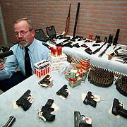 Resultaat van de wapeninleveractie politie Gooi & Vechtstreek, Maarten van Weel met een Browning