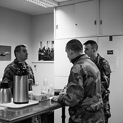 mercredi 4 janvier 2017, 8h43, Saint-Germain-en-Laye. Militaires du Centre des Opérations dans leur salle café.