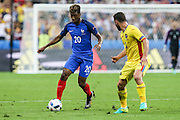 SAINT-DENIS, FRANCE, 06.10.2016 - FRANCE-ROMANIA - Kingsley Coman (E) of France and Rat of Romania, in a match valid for the 1st round of Group A of Euro 2016 in the Stade de France in Saint-Denis, this Friday (10).