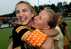 20-05-2007 HOCKEY: FINALE PLAY OFF: DEN BOSCH - AMSTERDAM: DEN BOSCH <br /> Den Bosch voor de tiende keer op rij kampioen van de Rabo Hoofdklasse Dames. In de beslissende finale versloegen zij Amsterdam met 2-0 / Janneke Schopman en Nienke Kremers<br /> ©2007-WWW.FOTOHOOGENDOORN.NL