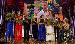 21-12-2016 NED: Sportgala NOC * NSF 2016, Amsterdam<br /> In de Amsterdamse RAI vindt het traditionele NOC NSF Sportgala weer plaats / De winnaars op het podium, met (VLNR) Ilse Paulis en Maaike Head, Jan Lammers, Liesette Bruinsma, Sanne Wevers, Vincent Wevers en Esther Vergeer tijdens het NOC*NSF Sportgala