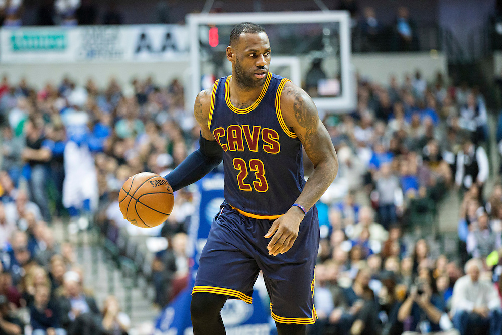 DALLAS, TX - JANUARY 12:  Lebron James #23 of the Cleveland Cavaliers dribbles the ball down the court during a game against the Dallas Mavericks at American Airlines Center on January 12, 2016 in Dallas, Texas.  NOTE TO USER: User expressly acknowledges and agrees that, by downloading and or using this photograph, User is consenting to the terms and conditions of the Getty Images License Agreement.  The Cavaliers defeated the Mavericks 110-107.  (Photo by Wesley Hitt/Getty Images) *** Local Caption *** Lebron James