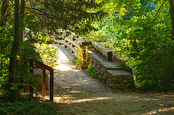Hiking trail bridge at Conti Canyon in Starved Tock State Park