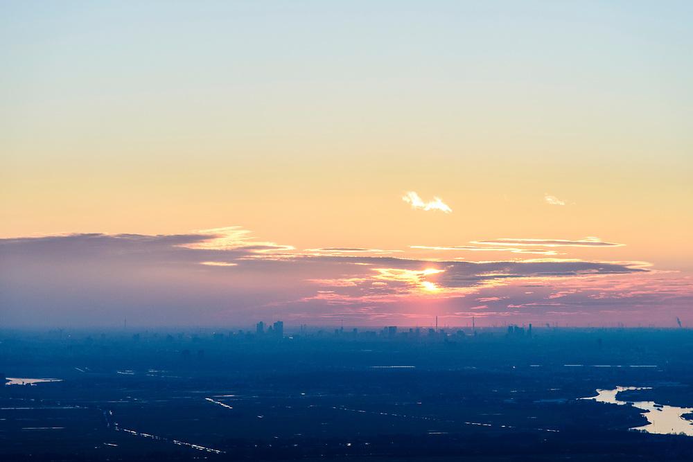 Nederland, Zuid-Holland, Krimpen aan de IJssel, 07-02-2018; skyline Rotterdam bij zonsondergang, gezien vanuit de Krimpenerwaard.<br /> Skyline Rotterdam at sunset.<br /> luchtfoto (toeslag op standard tarieven);<br /> aerial photo (additional fee required);<br /> copyright foto/photo Siebe Swart