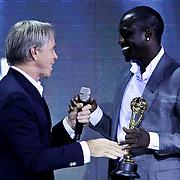 MON/Monte Carlo/20100512 - World Music Awards 2010, Tommy Hilfiger reikt award uit aan Akon