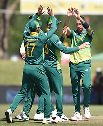 Cape Town-181006-South African fast bowler Dale Steyn  bowls out Zimbabwean batsman Craig Ervine in the 3rd ODI match at Boland Park cricket stadium. .Photographer:Phando Jikelo/African News Agency(ANA)