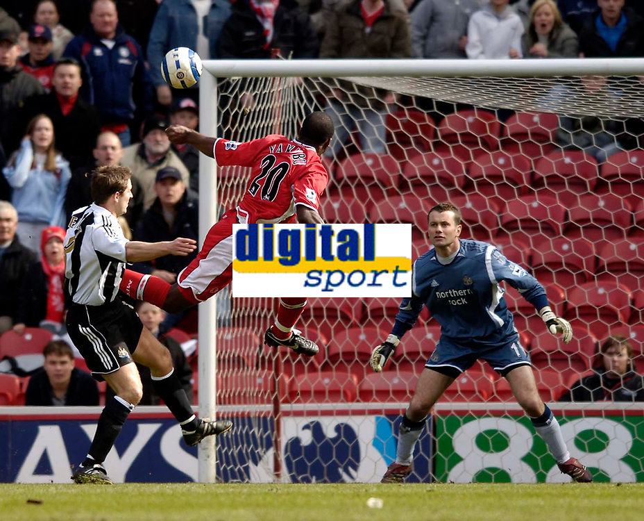 Photo: Jed Wee.<br /> Middlesbrough v Newcastle United. The Barclays Premiership. 09/04/2006.<br /> <br /> Middlesbrough's Yakubu has their best chance of the first half with a flying header.