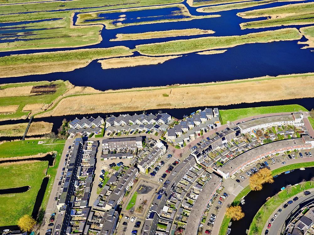 Nederland, Noord-Holland, Zaanstad;  03-23-2020; Rooswijk-Noord, Zaandijk. De nieuwbouwwijk ligt op de grens met het Guisveld. Het Guisveld is onderdeel van de Westzanerpolder (Polder Westzaan). Het Natura 2000 gebied ligt ingeklemd tussen de bebouwing van Zaanstad die steeds verder oprukt. Onder in beeld nieuwbouwwijk van Zaandijk (Rooswijk). Assendelft, Krommenie en Wormerveer op het tweede plan.<br /> Rooswijk-Noord, Zaandijk, new housing estate. Nature reserve wedged between the advancing urban development, houses and buildings.<br /> <br /> luchtfoto (toeslag op standard tarieven);<br /> aerial photo (additional fee required)<br /> copyright © 2020 foto/photo Siebe Swart