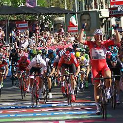 ARNHEM (NED) wielrennen <br /> Marcel Kittel heeft ook de derde etappe van de Giro d' Italia gewonnen. Dankzij zijn bonificatieseconden nam hij het roze van Tom Dumoulin over.