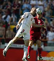 Fotball, Alveira Portugal, EM, Euro 2004, 150604, Tsjekkia - Latvia ,<br /> OLEGS BLAGDONADEZDINS (LATVIA)<br /> JAN KOLLER (CZECH REPUBLIC)<br /> Photo Roger Parker ,Digitalsport