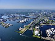 Nederland, Noord-Holland, Amsterdam, 02-09-2020; Tweede Coentunnel met Noordzeekanaal, Einsteinweg (of Coentunnelweg) richting Sloterdijk. Coenhaven. <br /> Second Coentunnel with North Sea Canal, Einsteinweg (or Coentunnelweg) towards Sloterdijk. Coenhaven.<br /> <br /> luchtfoto (toeslag op standard tarieven);<br /> aerial photo (additional fee required);<br /> copyright foto/photo Siebe Swart