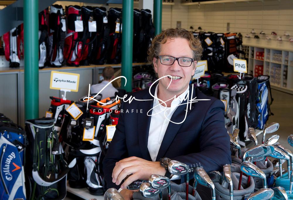 VEGHEL - Bart van Pelt, directeur JUMBO Golfwereld  . FOTO KOEN SUYK