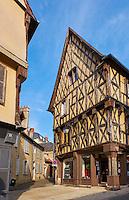 France, Cher (18), Bourges, centre historique, maisons à pans de bois, rue Joyeuse // France, Cher (18), Bourges, center, half timbered houses, rue joyeuse