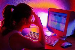 Internauta. O uso demasiado da Internet tem causado vários níveis de dependência chegando a ser considerado vício. FOTO: Jefferson Bernardes / Preview.com