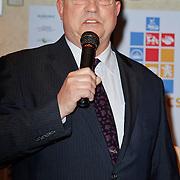 NLD/Volendam/20120314 - Jan Smit doopt naar hem vernoemde tulp, Burgemeester van Volendam Willem  Van Beek
