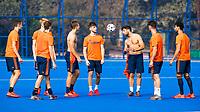 BHUBANESWAR (INDIA) -  Het Nederlands team trainde vanmorgen licht voor de wedstrijd tegen Canada bij het WK Hockey heren. Een aantal spelers van Oranje trappen een balletje. In het midden Valentin Verga (Ned) en Lars Balk (Ned)    COPYRIGHT  KOEN SUYK