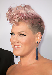 November 19, 2017 - Los Angeles, California, U.S - Pink on the Red Carpet of the 2017 American Music Awards held on Sunday, November 19, 2017 at the Microsoft Theatre in Los Angeles, California. (Credit Image: © Prensa Internacional via ZUMA Wire)