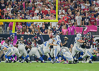 October 9, 2014: Indianapolis Colts Place Kicker Adam Vinatieri (4) kicks a field goal during the NFL American Football Herren USA game between the Indianapolis Colts and the Houston Texas at NRG Stadium in Houston, TX. NFL American Football Herren USA OCT 09 Colts at Texans PUBLICATIONxINxGERxSUIxAUTxHUNxRUSxSWExNORxONLY Icon14100913<br />