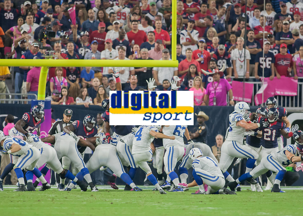 October 9, 2014: Indianapolis Colts Place Kicker Adam Vinatieri (4) kicks a field goal during the NFL American Football Herren USA game between the Indianapolis Colts and the Houston Texas at NRG Stadium in Houston, TX. NFL American Football Herren USA OCT 09 Colts at Texans PUBLICATIONxINxGERxSUIxAUTxHUNxRUSxSWExNORxONLY Icon14100913<br /> <br /> October 9 2014 Indianapolis Colts Place Kicker Adam Vinatieri 4 Kicks A Field Goal during The NFL American Football men USA Game between The Indianapolis Colts and The Houston Texas AT NRG Stage in Houston TX NFL American Football men USA OCT 09 Colts AT Texans PUBLICATIONxINxGERxSUIxAUTxHUNxRUSxSWExNORxONLY