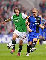 Fotball<br /> Tyskland<br /> 08.05.2010<br /> Foto: Witters/Digitalsport<br /> NORWAY ONLY<br /> <br /> v.l. Torsten Frings, Mladen Petric HSV<br /> Bundesliga SV Werder Bremen - Hamburger SV