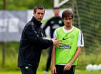 30/06/14<br /> CELTIC TRAINING<br /> AUSTRIA<br /> Celtic manager Ronny Deila (left) and Filip Twardzik in training.