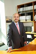 Manuel López es Licenciado en Ciencias Económicas y Empresariales por la Universidad Autónoma de Madrid y ha trabajado durante más de 20 años para BMW Ibérica, desarrollándose principalmente en el área comercial. Siempre ha tenido una estrecha relación con la red de distribuidores, desempeñando labores de consultoría económico-financiera vinculadas al negocio de distribución de automóviles, ya sea dentro del área de desarrollo de distribuidores o directamente en la de ventas como Gerente de Zona  y en los últimos años como Director Regional.