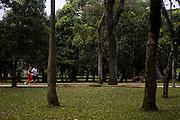Sao Paulo_SP, Brasil...Pessoas correndo no Parque do Ibirapuera em Sao Paulo...People running in Ibirapuera Park in Sao Paulo...Foto: MARCUS DESIMONI / NITRO