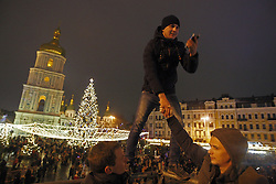 December 19, 2016 - Kiev, Ukraine - People take a selfie in front the main Christmas Tree of Ukraine,that lit up at St. Sophia's Square,in Kiev,Ukraine,19 December,2016. (Credit Image: © Str/NurPhoto via ZUMA Press)