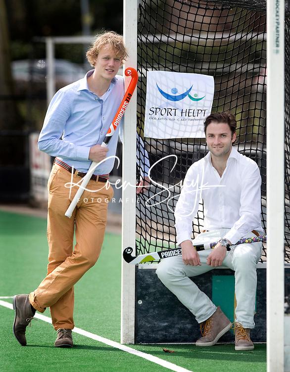 BLOEMENDAAL - initiatiefnemers Stichting SPORT HELPT, hockey-internationals Tim Jenniskens (l)  en Rogier Hofman. COPYRIGHT KOEN SUYK
