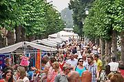 Nederland, Batenburg, 28-7-2019 Een goed bezochte Batenburgse dag. Bewoners en bezoekers hebben een mooie dag. Braderie in het stadje,dorp . Deopbrengst komt ten goede an de verenigingen die het dorp rijk zijn.Foto: ANP/ Hollandse Hoogte/ Flip Franssen
