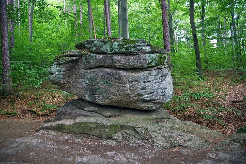 Ostańce skalne w okolicach wodospadu Szklarki, Karkonoski Park Narodowy.