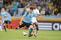 Fotball<br /> Frankrike v Uruguay<br /> Foto: Dppi/Digitalsport<br /> NORWAY ONLY<br /> <br /> FOOTBALL - FIFA WORLD CUP 2010 - GROUP STAGE - GROUP A - URUGUAY v FRANCE - 11/06/2010<br /> <br /> LUIS SUAREZ (URU) / ERIC ABIDAL (FRA)