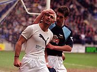 Fotball: Engelsk premier League 2001/2002.<br /> Bolton v Derby. 16.03.2002.<br /> Fabrizio Ravanelli og Chris Riggott, Derby.<br /> Foto: Robin Parker, Digitalsport