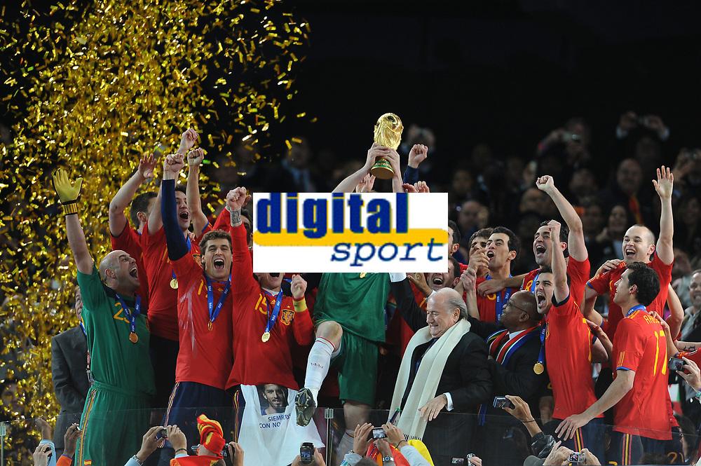 FOOTBALL - FIFA WORLD CUP 2010 - FINAL - NETHERLANDS v SPAIN - 11/07/2010 - PHOTO FRANCK FAUGERE / DPPI - CELEBRATION SPAIN AFTER WINNING THE WORLD CUP TROPHY - IKER CASILLAS
