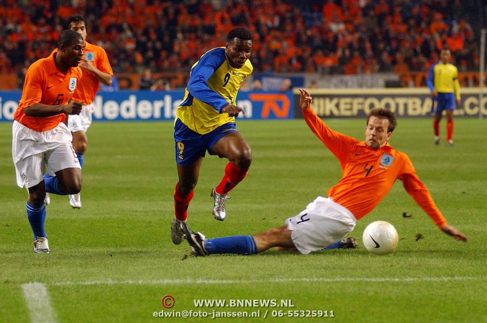 NLD/Amsterdam/20060301 - Voetbal, oefenwedstrijd Nederland - Ecuador, George Boateng, Carlos Tenorio, Arjen Robben