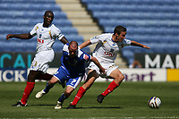 Photo: Pete Lorence.<br />Leicester City v Portsmouth. Pre Season Friendly. 04/08/2007.<br />Iain Hume and Sean Davis battle for the ball.